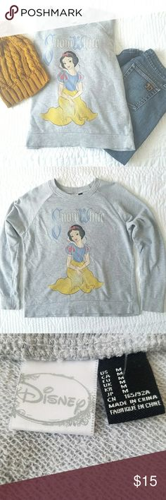 Disney Snow White pullover sweater Comfy and cute. Disney Snow white pullover sweater in good condition. Light material.Size Med. Disney Sweaters Crew & Scoop Necks