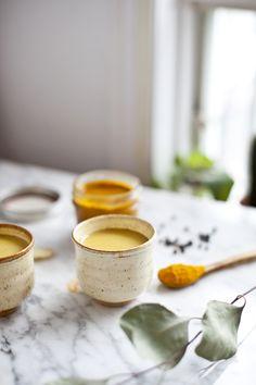 Minute Gold Milk: Circuma and Ginger. Ayurveda, Healthy Eating Tips, Healthy Drinks, Healthy Recipes, Curcuma Latte, Yogi Food, Gold Milk, Vegetable Drinks, Vegan Dishes