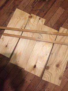 子供に部屋で使えるサイドテーブルが欲しいとせがまれて アンティーク風な木箱のテーブルを作ってみることにしました! せっかくなので家にストックしておいた 100均のパーツ等を色々使って男前にしてみました。 本格的な木箱作りは初めてだったのですが 試行錯誤しながら初心者の方でも作れるように 作業過程も書いたのでぜひ見ていってください!