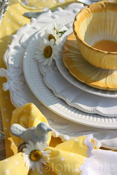 summer setting....love the dishes.  Daisies were our wedding flowers.  I love their happiness!