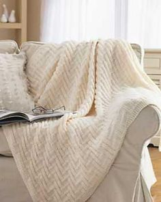 Simple Chunky Blanket 2019 This knit afghan pattern is great to use for you or a friend. It's an easy pattern that you'll love knitting. Wrap yourself up with this comfy afghan. The post Simple Chunky Blanket 2019 appeared first on Knitting ideas. Chunky Blanket, Blanket Yarn, Knitted Baby Blankets, Easy Knit Blanket, Bernat Yarn, Love Knitting, Easy Knitting, Crochet For Beginners Blanket, Afghan Patterns