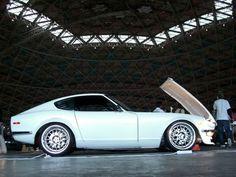 "240Z Wheel Offset | Rear: 17""x12"" wheel, 5.25"" backspacing, -32 offset, 315/35 tire"