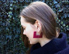 Items similar to Macrame earrings with silver wire 925 - Minimal - Geometric - Micro macrame - Handmade - Custon Order- Ivory- silver on Etsy Macrame Earrings, Macrame Jewelry, Diy Earrings, Jewlery, Micro Macramé, Macrame Tutorial, Grape Vines, Pandora, Instagram