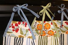 Lilyquilt: Hanging Kitchen Towels Tutorial