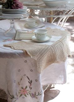 Cabin & Cottage : Beautifully tatted place mats, love ~❥
