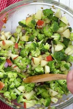 Easy healthy broccoli salad with raisins apples and no mayo veganinthefreezer salads sides apple applesalads broccolisalads ridiculously easy vegetarian recipes to throw in your slow cooker Salad Recipes Healthy Vegetarian, Salade Healthy, Healthy Broccoli Salad, Green Salad Recipes, Salad Recipes For Dinner, Easy Healthy Recipes, Vegan Recipes, Healthy Eating, Easy Salad Recipes