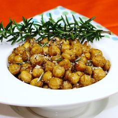Spicy Roasted Chickpeas - a super easy and deliciously addicting snack that is high in fiber/protein, low in fat!