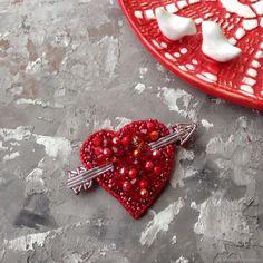 Купить Брошь из бисера Сердце в интернет магазине на Ярмарке Мастеров