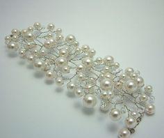 Perla y cristal vid Cuff Bracelet por Nanda en Etsy