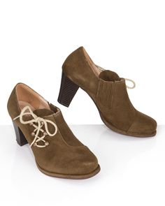 Onlineshop: http://www.hse24.de/Mode/Schuhe/Halbschuhe-Sandalen/Lola-Paltinger-Hochfront-Trachtenpumps-mit-Schnuerung-pu51935704.html?mkt=som&refID=pinterest/Mode/Lola-Paltinger&emsrc=socialmedia Trachtenmode Schuhe Pumps Leder #fashion #style #trend #accessoires #shopping #wiesn