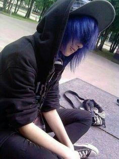 This boy, wearing dark clothes and sporting long, colored hair, could fall under the emo sub-culture Cute Emo Guys, Hot Emo Boys, Emo Love, Emo Girls, Emo Boy Hair, Emo Scene Hair, Black Emo Hair, Animes Emo, Emo People