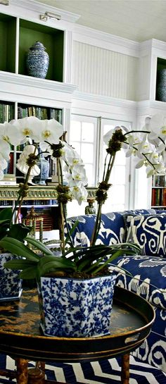 Beautiful chinoiserie and wonderful room in blue & green.