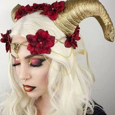 Halloween Dragon horn headdress - cosplay - maleficent - **HORNS ONLY Drache Horn Kopfschmuck Cosplay maleficent von Frecklesfairychest Costume Halloween, Halloween Make Up, Maleficent Halloween, Halloween Clothes, Halloween Fashion, Halloween Outfits, Maleficent Costume, Red Costume, Costume Makeup