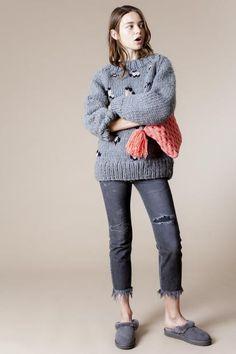 15_1 knit ¥64,000 pants ¥36,000 bag ¥9,500 shoes ¥17,000
