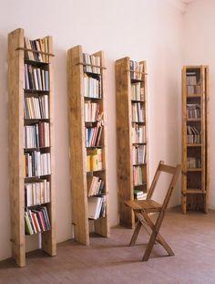 "Home of designer Katrin Arens Photos : Giulio Oriani@Vega MG Bibliothèques ""Terracielo"" et chaise pliante ""Siesta"", Katrin Arens"