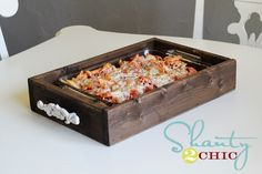 DIY Casserole Tray from Shanty 2 Chic for potlucks! Homemade Gifts, Diy Gifts, Wood Crafts, Diy And Crafts, Diy Wood, Recycle Crafts, Easy Crafts, Casserole Carrier, Home Decoracion