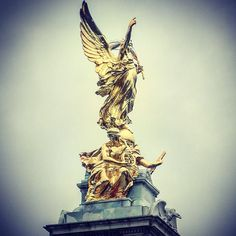 READY TO TAKE ON MONDAY  #queenvictoriamemorial #London #statue #gold #wings #England  #uk #latepost #beautiful #allgoldeverything #travel #art #history #queen #victoria #memorial #wanderlust #sculpture #architecture #historic #victorian #remember by whereonearthisnicci
