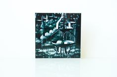 Motiv: Seife  Das Foto wurde auf eine weißgestrichene Holzplatte gezogen.  Jedes Stück ist in eigener Handarbeit entstanden. Kleine Unregelmäßigkeiten sind gewollt und machen dieses Bild zu...