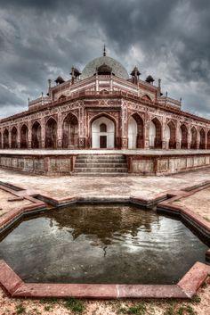 流浪の皇帝・フマユーンとは インド・デリーの世界遺産「フマユーン廟」の歴史が凄い結末だった…。