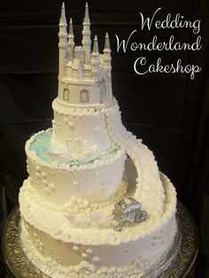Traditional 16 - Wedding Wonderland Cakes in St. Louis, Missouri - Wedding Wonderland Cakes in St. Extravagant Wedding Cakes, Amazing Wedding Cakes, Amazing Cakes, Wedding Cake Designs, Wedding Cupcakes, Wedding Cake Toppers, Gorgeous Cakes, Pretty Cakes, Traditional Cakes