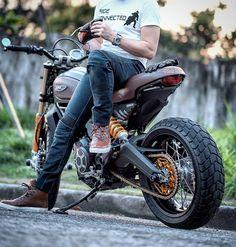 Motorcycle Helmet Design, Womens Motorcycle Helmets, Retro Motorcycle, Motorcycle Gear, Motorcycle Girls, Sportster Scrambler, Scrambler Motorcycle, Moto Bike, Honda Motorcycles