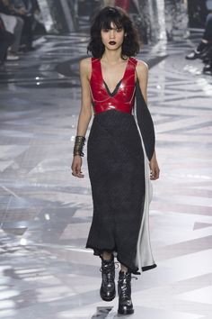 http://www.vogue.com/fashion-shows/fall-2016-ready-to-wear/louis-vuitton/slideshow/collection