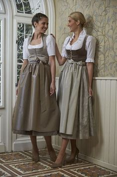 Tostmann Trachten: Festliche Dirndl Medieval Fashion, Victorian Fashion, Drindl Dress, Casual Dresses, Fashion Dresses, Eid Outfits, Mein Style, Traditional Dresses, Playing Dress Up
