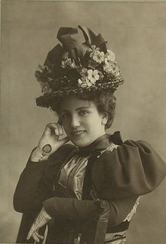 Edwardian stage actress Kathleen Warner sporting an attention grabbing, delightful hat. #actress #Lucy_Weston #Edwardian #1900s #vintage #woman #beautiful  #hat