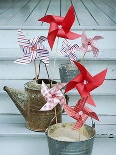 Absolutely love these pinwheels! A subtle patriotic look but so simple to make and decorate!