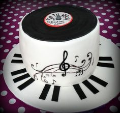 Record cake. Vanilla chiffon cake filled with whipped cream and strawberries.