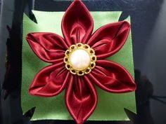 簡単!ハギレ布とボタンで可愛い花の作り方。