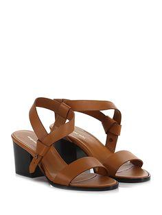 Megumi Ochi - Sandalo basso - Donna - Sandalo basso in pelle con cinturino alla caviglia a rivetto su lato esterno. Suola in cuoio, tacco 75. - CUOIO - € 215.00