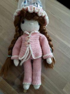 Ma poupée au crochet en pyjama d après  le livre d  Isabelle Kessedjan