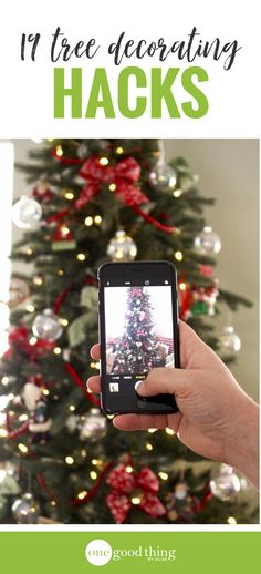 Decorating your Christmas tree shouldn't be a chore! Here are 19 brilliant tips that will save you time and effort when trimming the tree this year. #christmasdecor #christmasdecoratinghacks #christmastreedecorating