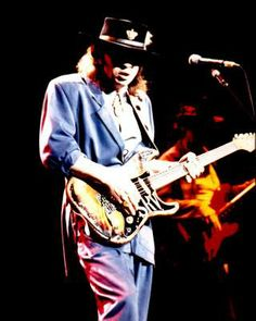 Become The Best Guitar Player Out There! Voodoo Blue, Best Guitar Players, Stevie Ray Vaughan, Extraordinary People, Blues Rock, Music Photo, Eric Clapton, Lady And Gentlemen, Foto E Video