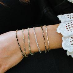 Zart und doch peppig - wie das Leben selbst besticht diese Kombination aus SPIRIT-Armbändern mit einzigartiger, zarter Struktur und knalligem Farbakzent. Diamond, Bracelets, Jewelry, Fashion, Silver, Armband, Life, Nice Asses, Moda
