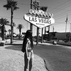 Photo with the Welcome to Fabulous Las Vegas Nevada sign Las Vegas Sign, Visit Las Vegas, Las Vegas Trip, Las Vegas Nevada, Vegas Packing, Las Vegas Images, Seven Magic Mountains, Fotos Do Instagram, Instagram Pictures To Post