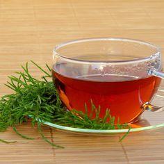 Hasi hízás és lelassult emésztés ellen: ez az egyszerű tea segít - Így készítsd el!: Ha elsősorban hasra hízol, érdemes kipróbálnod ezt a teát. Punch Bowls, Tea, Tableware, Tips, Loosing Weight, Dinnerware, Tablewares, Teas, Place Settings