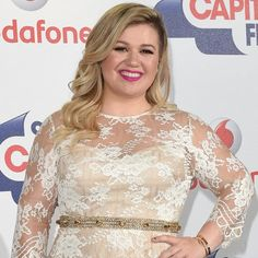 Watch Kelly Clarkson Announce Her Second Pregnancy During Her LA Concert!