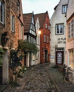 Historic alleys of Bremen, Germany. - Reisen - THE Travellers Beautiful World, Beautiful Places, Beautiful Beautiful, Beautiful Pictures, Beautiful Scenery, Places To Travel, Places To Visit, Europe Destinations, Amazing Destinations