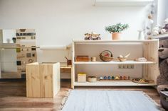 Some Montessori Spaces You Will Love! (how we montessori) Playroom Montessori, Montessori Baby, Montessori Toddler Bedroom, Play Spaces, Kid Spaces, Deco Kids, Kids Bedroom, Baby Room, Nursery Room