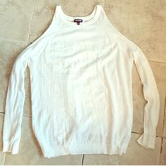 Tildon cotton sweater Very thin and the shoulders are cut out. It fits really loose and long. More like a medium or so. Size small. Made of cotton. White. Great condition. Worn minimally. Tildon Sweaters Crew & Scoop Necks