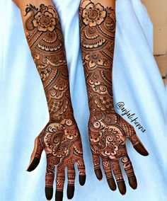 Henna is the most traditional part of weddings throughout India. Let us go through the best henna designs for your hands and feet! Arabic Mehndi Designs Brides, Wedding Henna Designs, Latest Bridal Mehndi Designs, Cool Henna Designs, Full Hand Mehndi Designs, Legs Mehndi Design, Indian Mehndi Designs, Mehndi Designs 2018, Stylish Mehndi Designs
