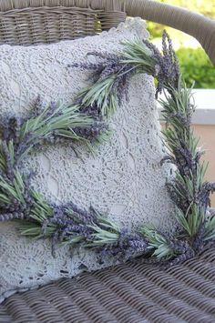 Perfect lavender wreath! - from a beautiful photo blog: Лето. - И снова она-лаванда...И стиль прованс здесь же)