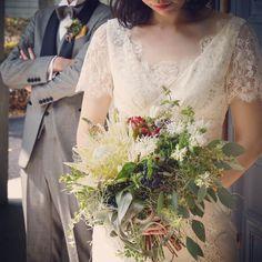 見る方向で 雰囲気の違うブーケ。 ちょっとだけチラ見えの赤がお気に入り^^ #trunkbyshotogallery #wedding#bouquet #flowers #originality #photo #photograph #撮影#キングプロテア#チューベローズ#キセログラフィカ #草花#結婚式#2017 #花嫁 #idea #flowerstagram #florist #diy#takeandgiveneeds #weddingdress #handmade #bakery #plants