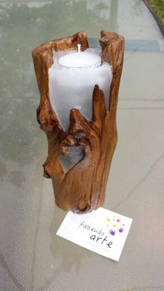 Tronco de madeira transformado em vela.