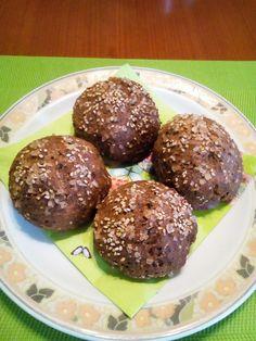 Všechny suroviny (semínka vcelku, nemletá) smícháme a necháme hodinu odležet.Vytvarujeme 4 kaiserky, nařízneme křížek, potřeme vajíčkem a... Lchf, Muffin, Low Carb, Healthy Recipes, Chocolate, Vegetables, Cooking, Breakfast, Ethnic Recipes