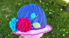 Free english translation of the Russian Little Girls Spring & Summer Flower Cloche Hat in the spiral swivel design. Also known as the Russian Panama Hat.