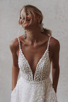 Perfect Wedding, Dream Wedding, Wedding Day, Chic Wedding, Bridal Looks, Bridal Style, Affordable Wedding Dresses, Wedding Dresses For Petite Women, Casual Wedding Dresses