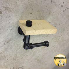 Toiletrolhouder enkel met plankje gemaakt met behulp van steigerhout steigerbuizen en - Eigentijdse nachtkastje ...
